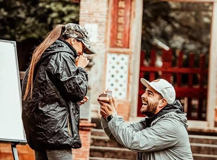"""Este oficial! Speak a cerut-o de soție pe Ștefania! """"Nu, nu…nu cred!""""."""