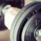 5 obiceiuri zilnice care îți țin muschii puternici