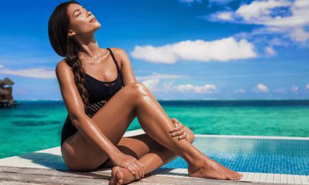 Cum să ai un bronz de zeiță fără să mergi la salon, dar în același timp să-ți păstrezi pielea sănătoasă?