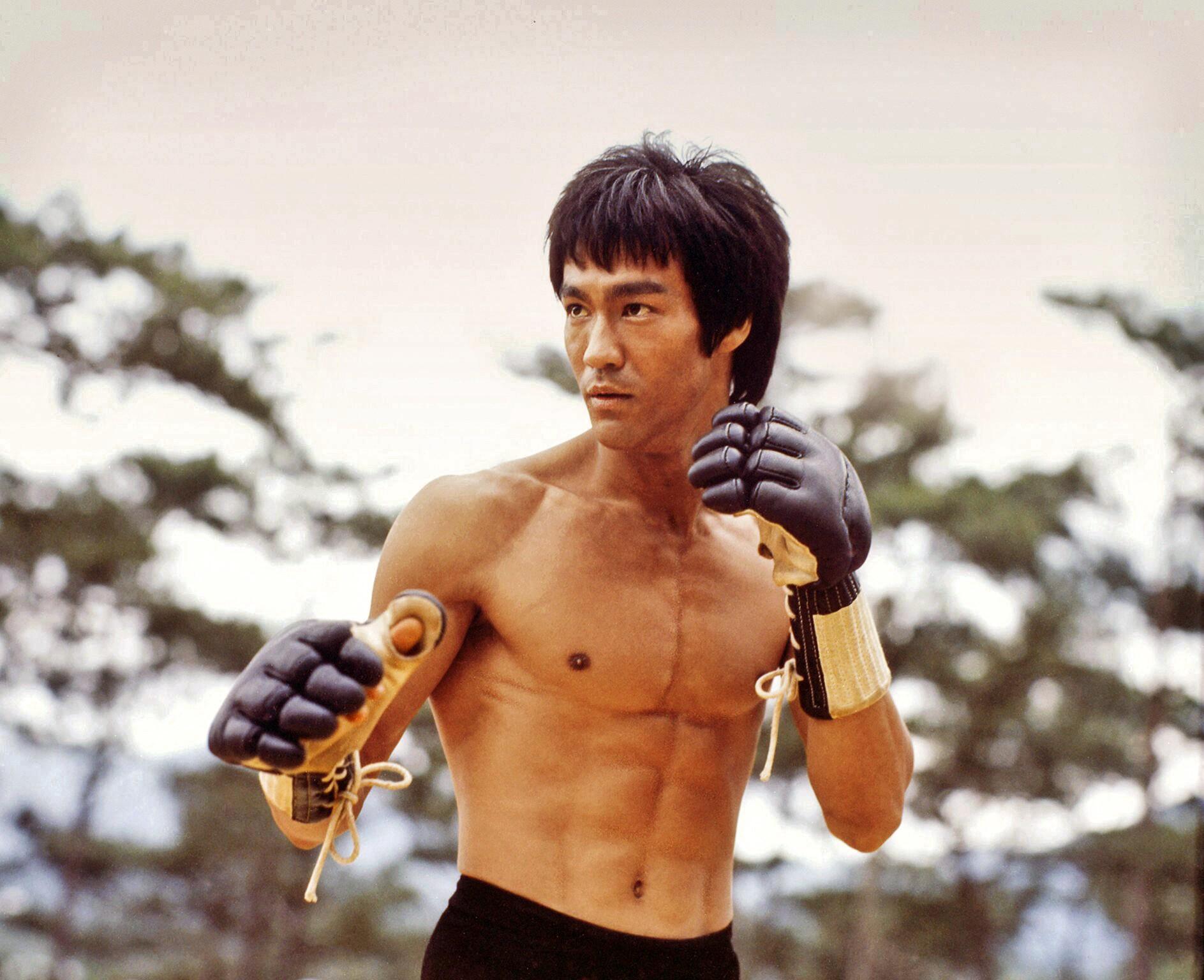 Bruce Lee: Misterul care se leagă de moartea neașteptată a campionului artelor mațiale