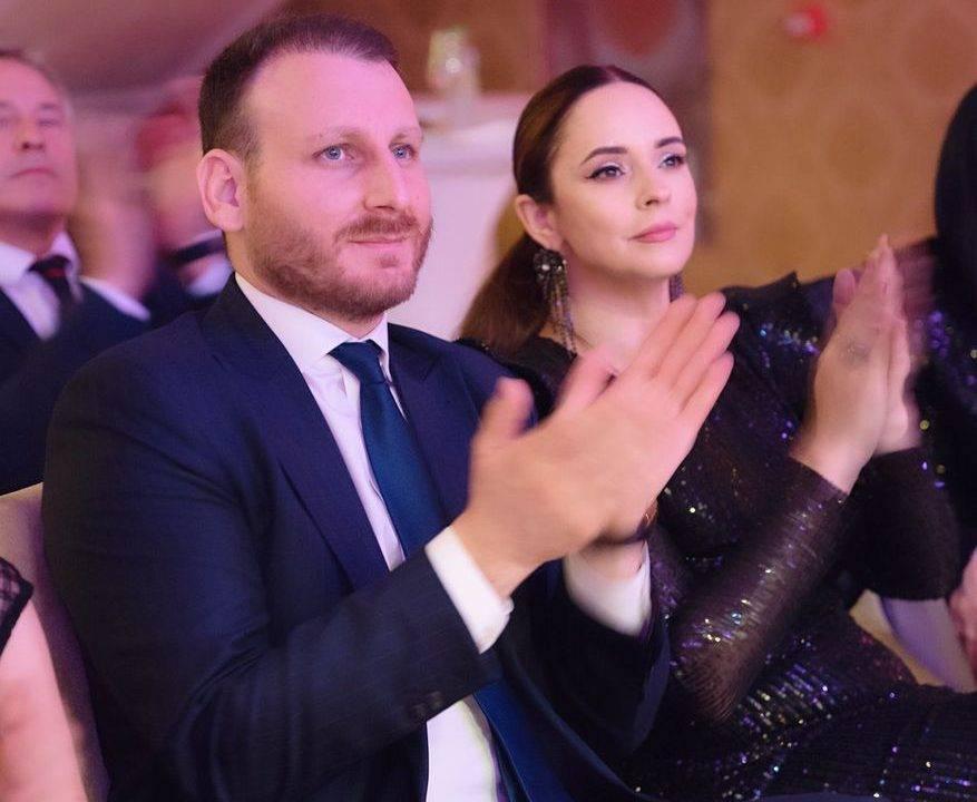 """Povestea de dragoste dintre Andreea Marin și Adrian Brâncoveanu. """"Zâna"""" se iubește cu un bărbat cu 10 ani mai mic"""