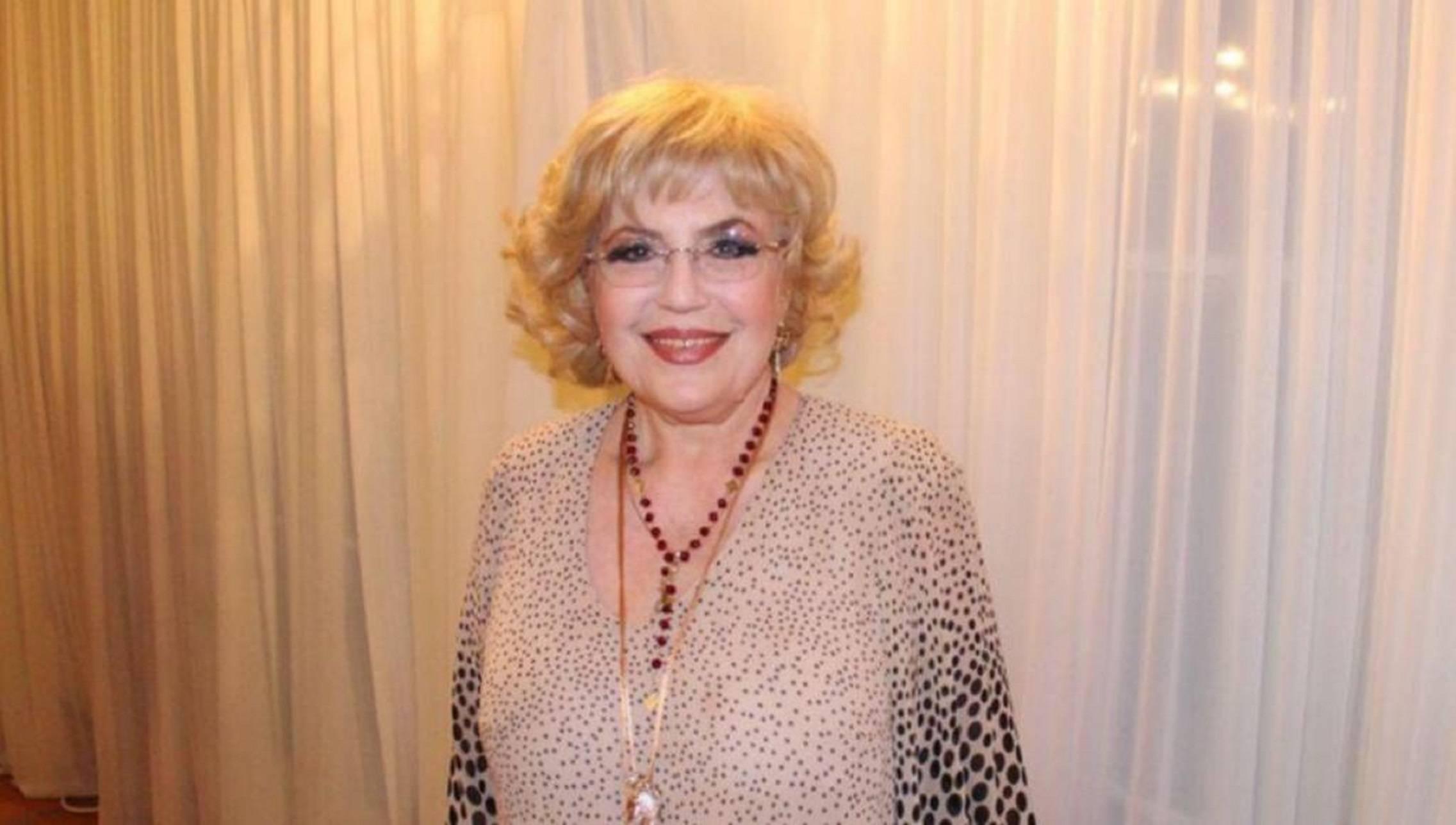Cântăreața cu cele mai frumoase picioare din țară nu era văzută cu ochi buni de către Elena Ceaușescu