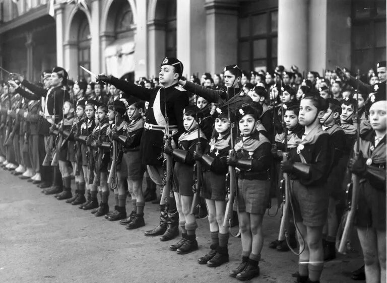 Totalitarism, autoritarism și fascism