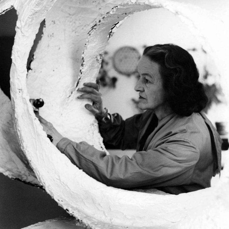 Barbara Hepworth și teoria legată de importanța atingerii