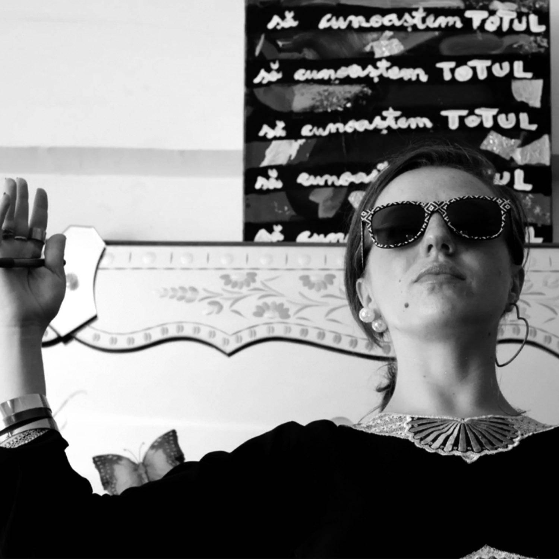 Cosmina Moroșan, beatitudine (eseu politic)