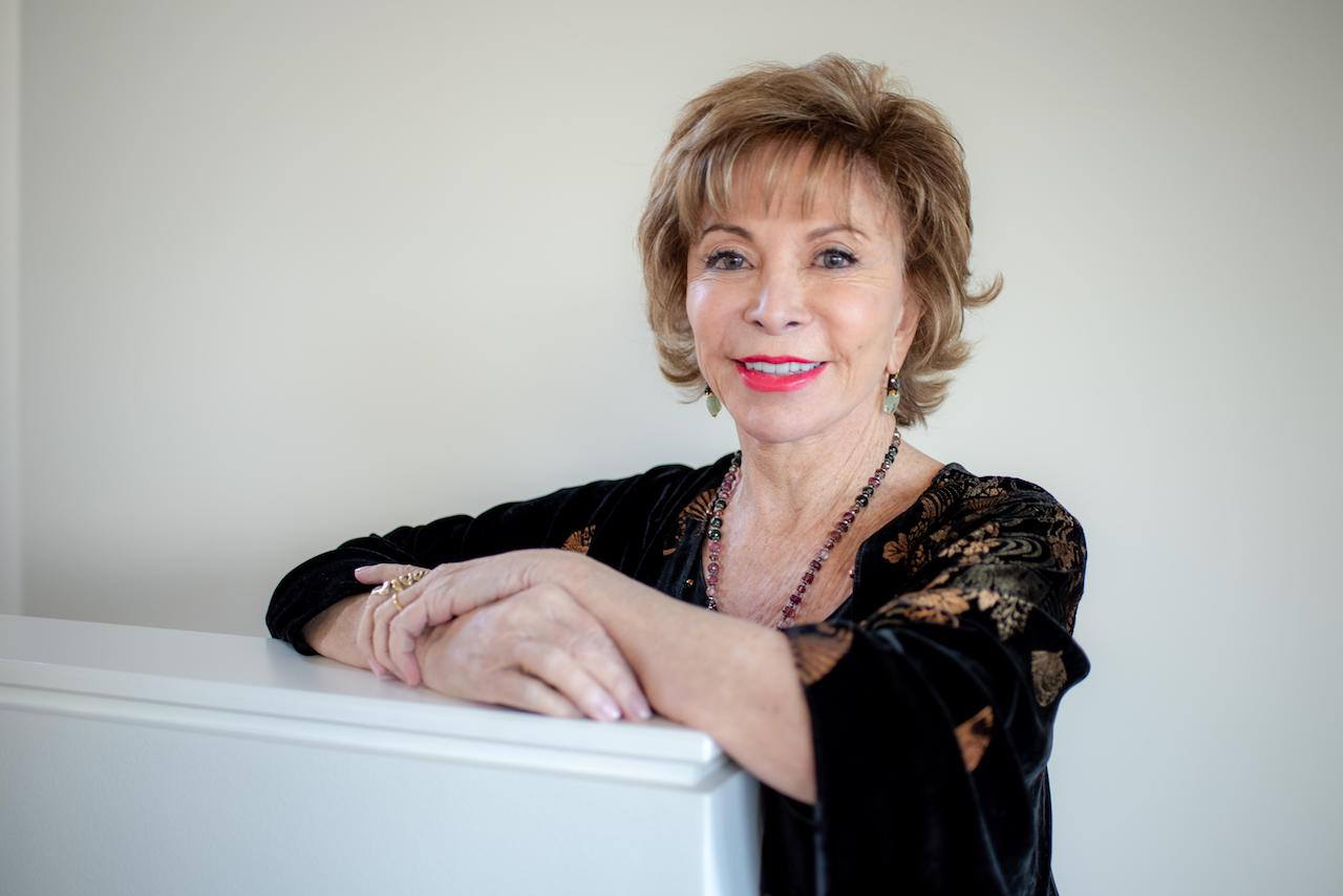 Isabel Allende, Ce vrem noi, femeile – Lansare de carte cu Mihaela Miroiu, Andreea Esca și Denisa Comănescu