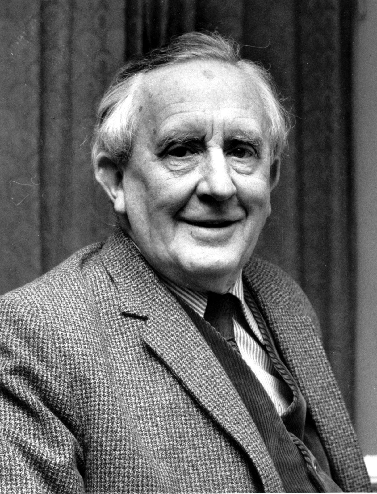 Colecție inedită de scrieri a lui JRR Tolkien, publicată vara viitoare