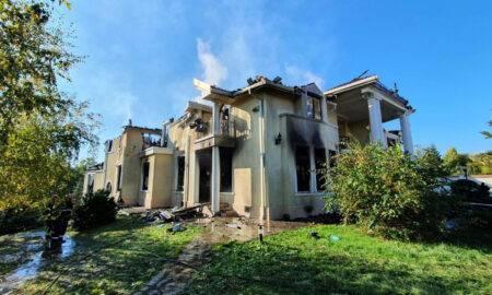 Fosta casă a lui Irinel Columbeanu a ars timp de 12 ore weekendul acesta