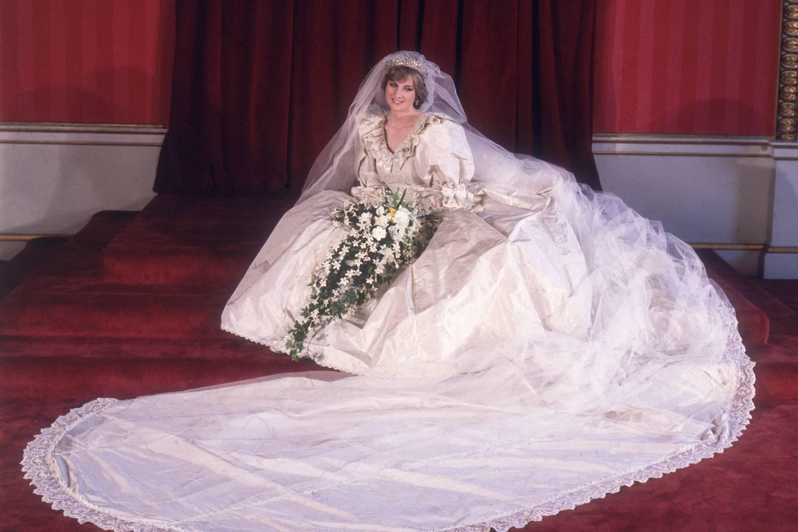 """Rochia de mireasă a Prințesei Diana va fi purtată din nou! Sezonul 4 din """"The Crown"""" va fi lansat curând"""