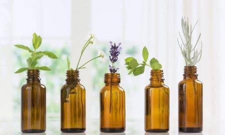 Un ghid complet al uleiurilor esențiale: cum să le integrezi în rutina ta de frumusețe