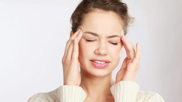5 remedii naturale pentru migrene. Scapă de durerile de cap