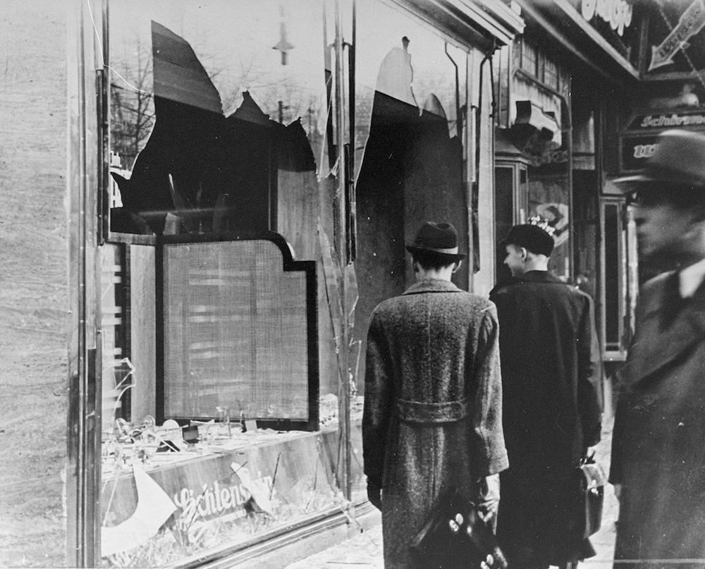 """""""Noaptea sticlei sparte"""", amintirea cea mai neagră pentru evrei! Așa a început Holocaustul"""