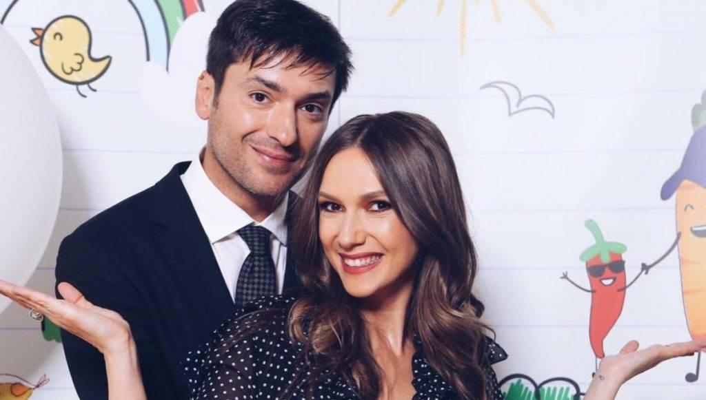 Adela Popescu și Radu Vâlcan așteaptă cel de-al treilea copil? Au fost dați de gol de mama prezentatorului