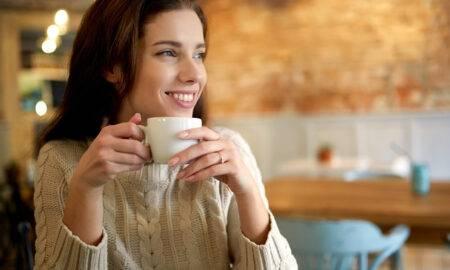 Cafeina, ingredientul secret pentru creșterea părului. Lucruri nebănuite despre băutura noastră preferată