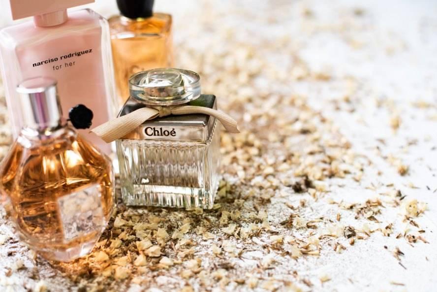 Cum alegem parfumurile în sezonul rece. Iarna vine cu mirosuri dulci