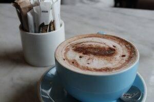 Ce ar trebui să știe consumatorii de cafea despre băutura pe care o servesc zilnic?