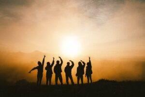 Cum să îți petreci timpul cu prietenii de la distanță?
