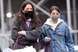 Suri Cruise, fiica lui Tom Cruise, are o relație extraordinară cu mama sa, Katie Holmes!
