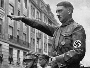 Klara Pölzl - singura femeie pe care Hitler a iubit-o mai presus de orice. A murit cu fotografia sa în mână
