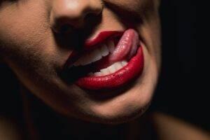 Trucuri utile pentru a avea grijă de buzele tale și pentru a le oferi un aspect unic