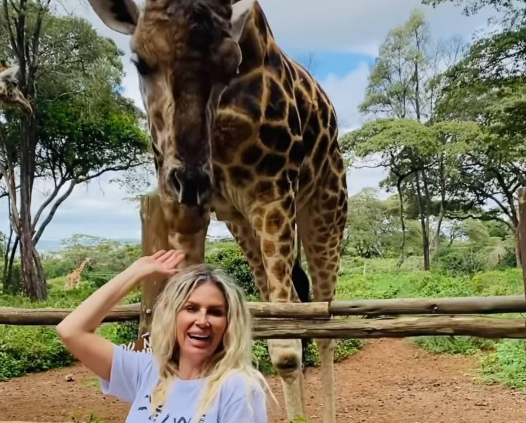 Andreea Bănică a plecat fără soț în vacanță! Cu cine se distrează blondina în Kenya?