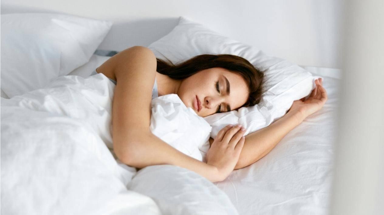 Ce spun medicii despre momentul potrivit în care ar trebui să mergi la culcare?
