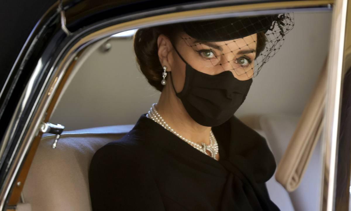 La înmormântarea prințului Philip, Kate Middleton a purtat un colier cu o semnificație cutremurătoare