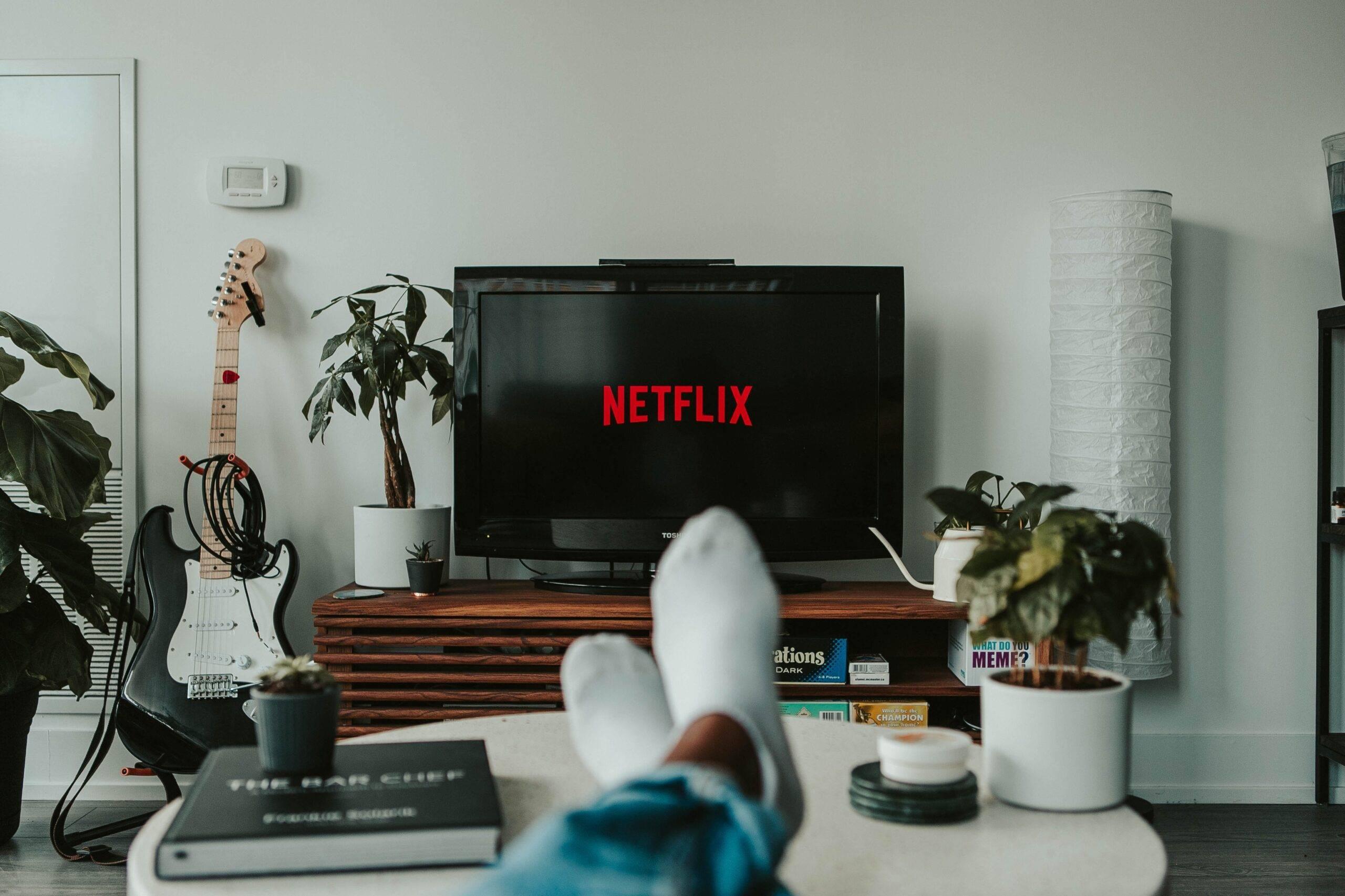 Top 5 seriale de pe Netflix pe care le puteți viziona alături de cei dragi weekendul acesta