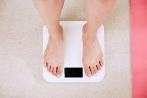 Trei trucuri care te vor ajuta să îți îmbunătățești dieta și să pierzi rapid kilogramele în plus