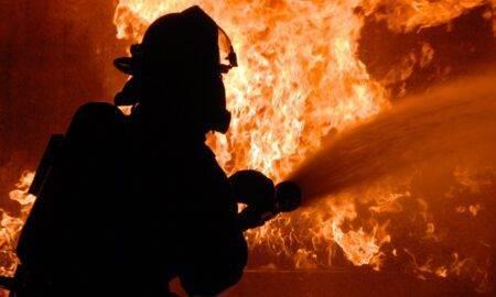 Incendiu puternic la o casă din București! În pod a fost găsită o persoană decedată