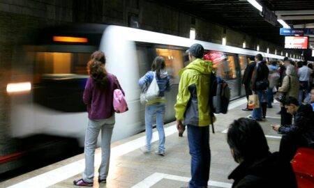 Tentativă de suicid la Lujerului! O tânără de 20 de ani s-a aruncat între vagoanele metroului
