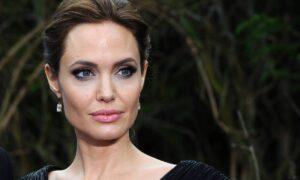 Angelia Jolie a fost surprinsă în compania unui bărbat celebru. Să fie actrița implicată într-o nouă relație?