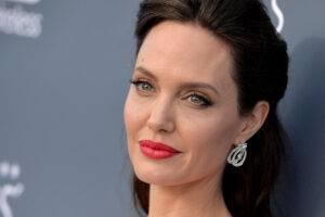 Angelina Jolie a fost văzută alături de copiii săi la cumpărături în Paris