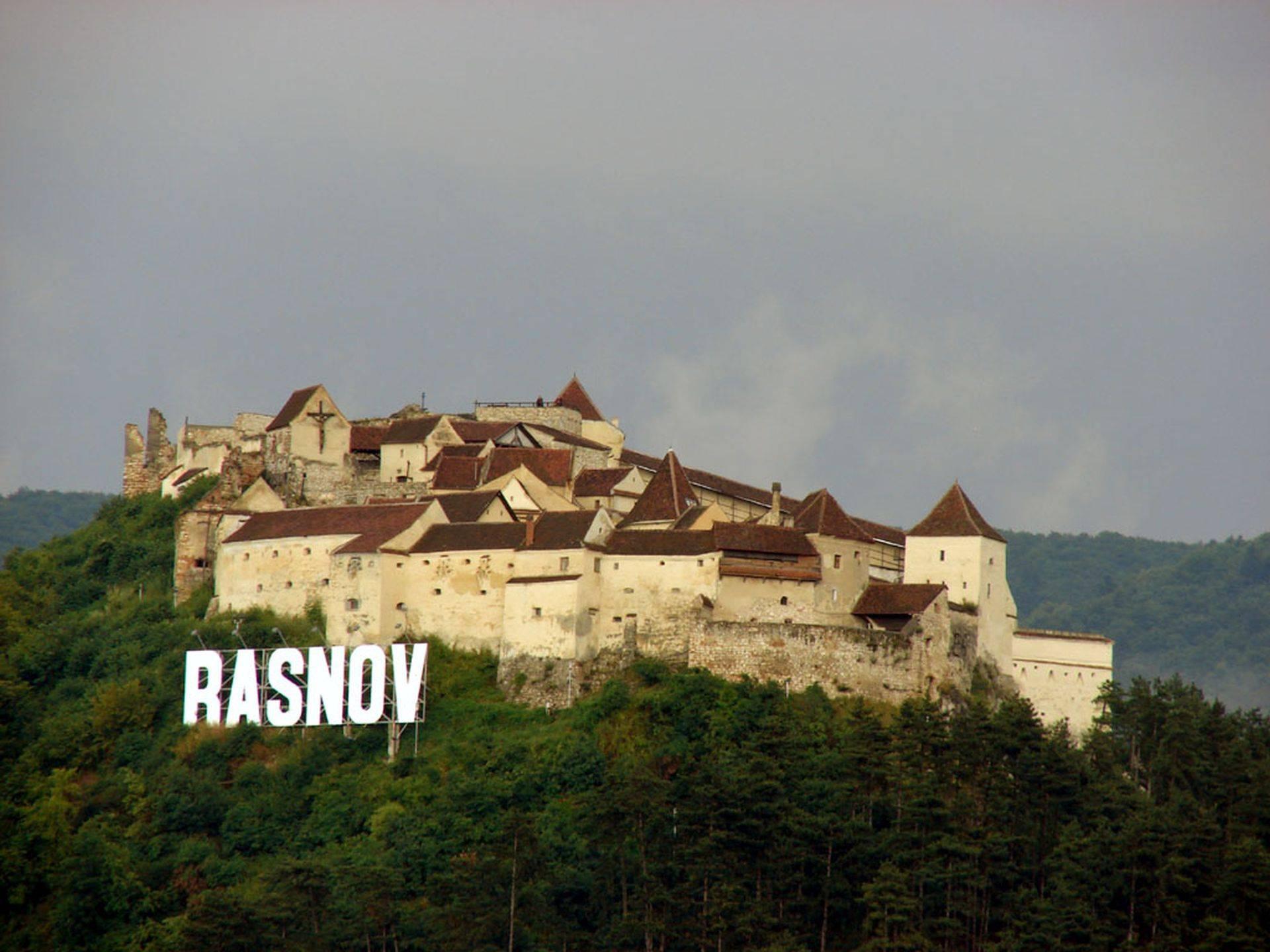 Peste 100 de persoane s-au îmbolnăvit în mod misterios la Râșnov. Poliția face cercetări
