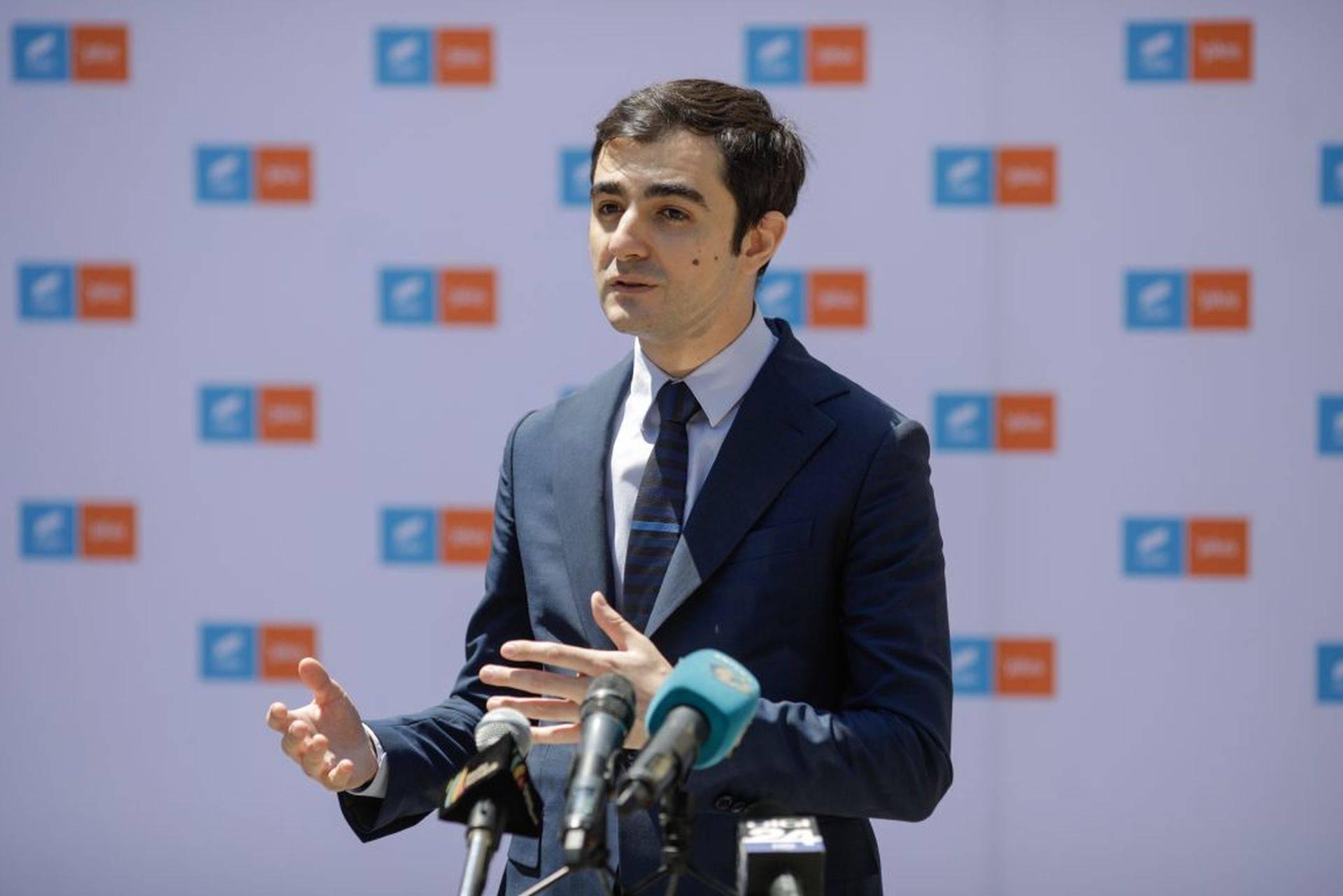 """Ministrul Economiei ia în calcul eliminarea taxelor pe salariul minim: ,,E deja mic, haide să îl lăsăm omului"""""""