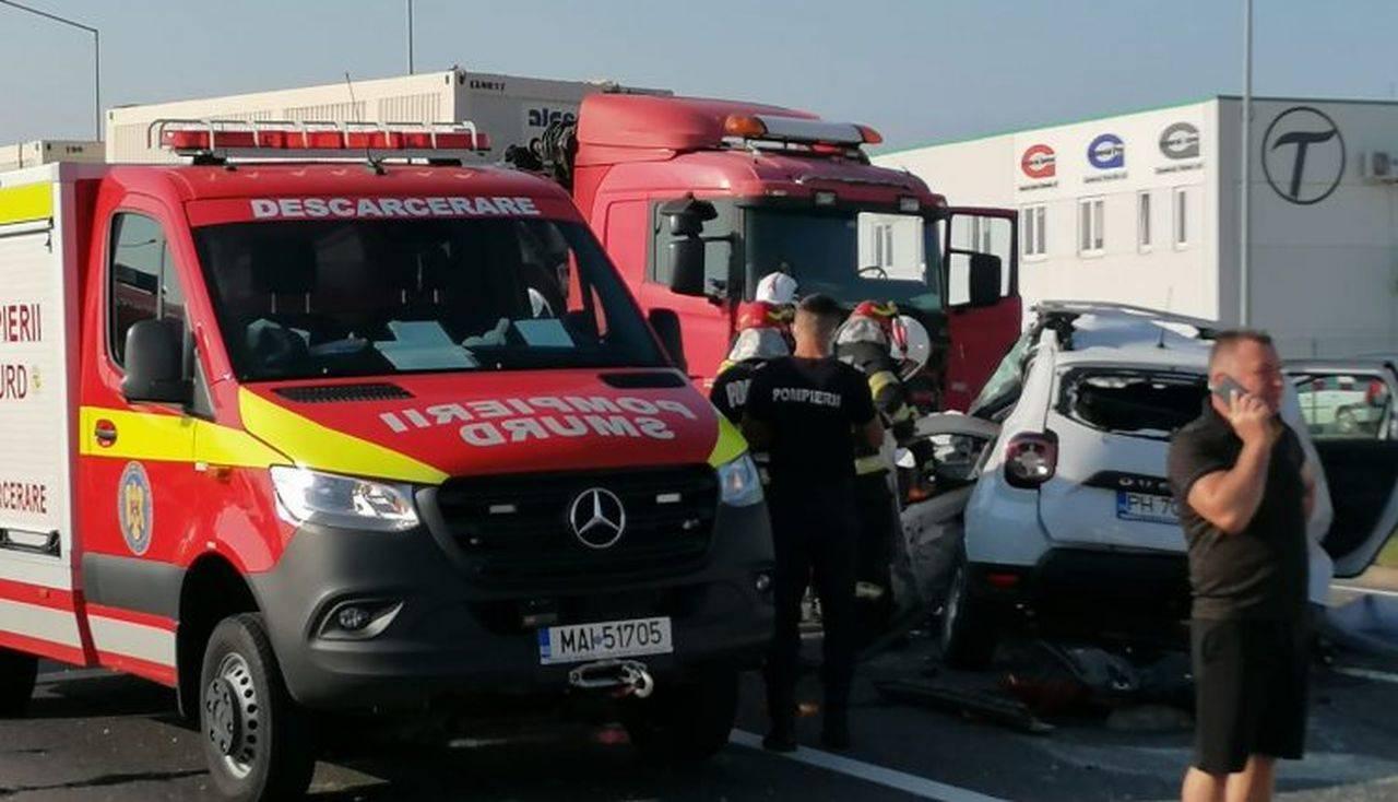 Accident soldat cu 4 morți în Sibiu. Un TIR a zdrobit complet un autoturism
