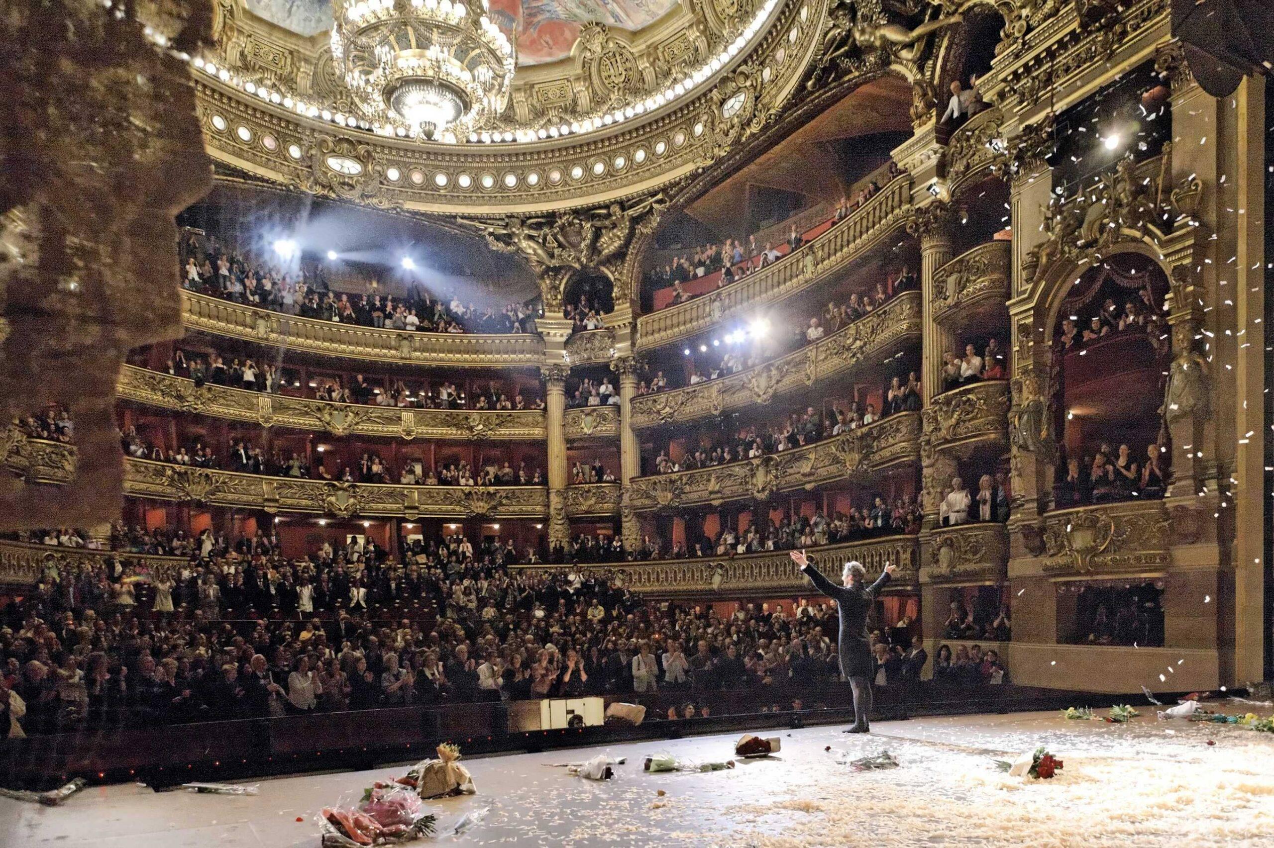 Aplaudacii de la Operă, oamenii care te pot face iubit, dar îți pot și distruge cariera