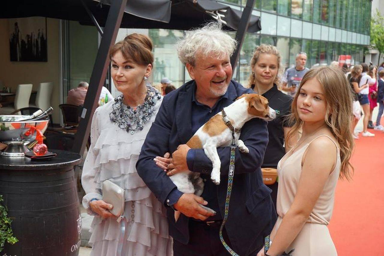 """Vedete canine, pe covorul roșu, la lansarea unui film despre """"Câinele care i-a învățat pe oameni să trăiască"""""""