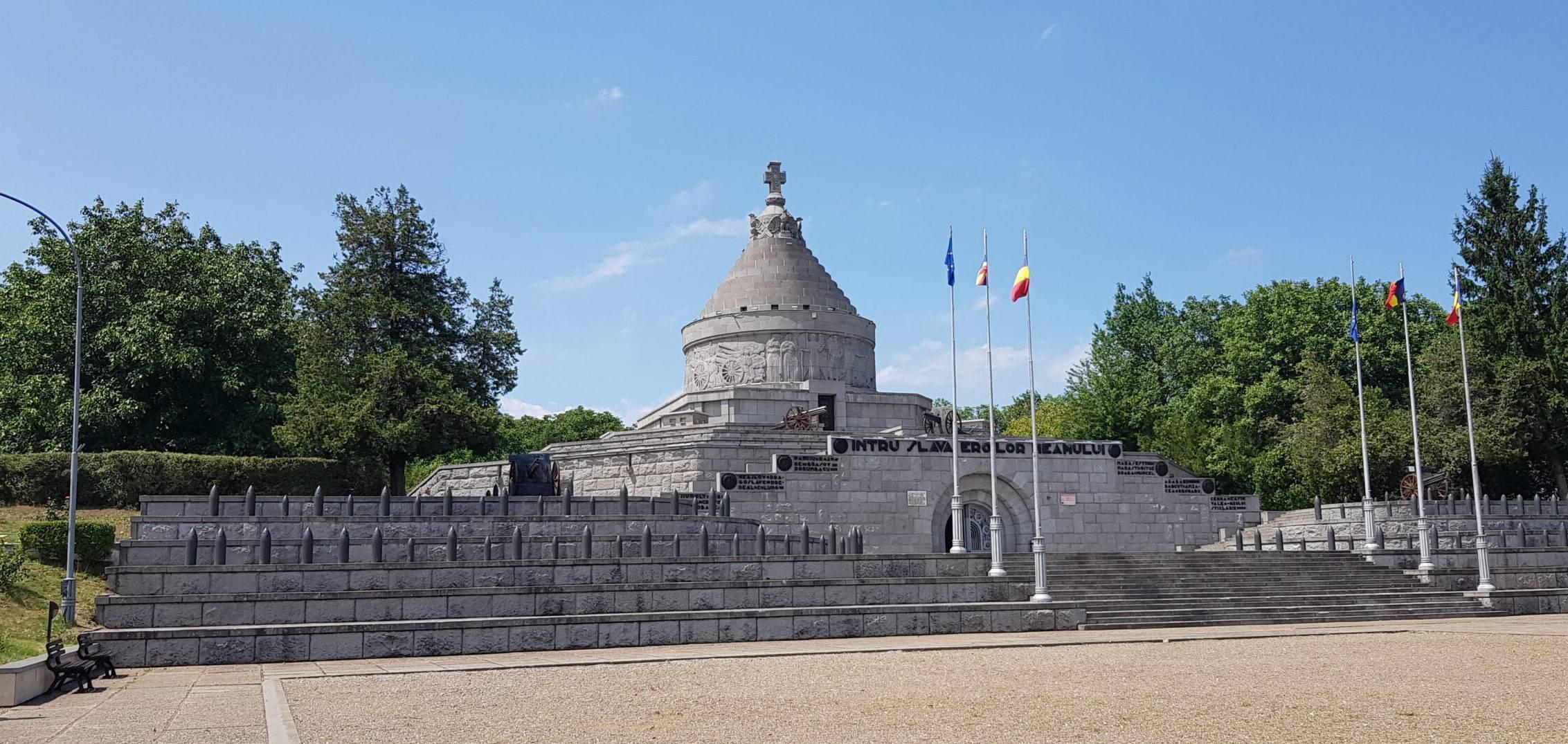 Mausoleul de la Mărășești – clipiri de istorie printre ziduri de beton