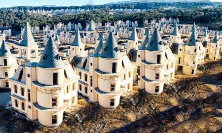 Burj Al Babas, orașul abandonat în care ar fi trebuit să fie 732 de vile luxoase