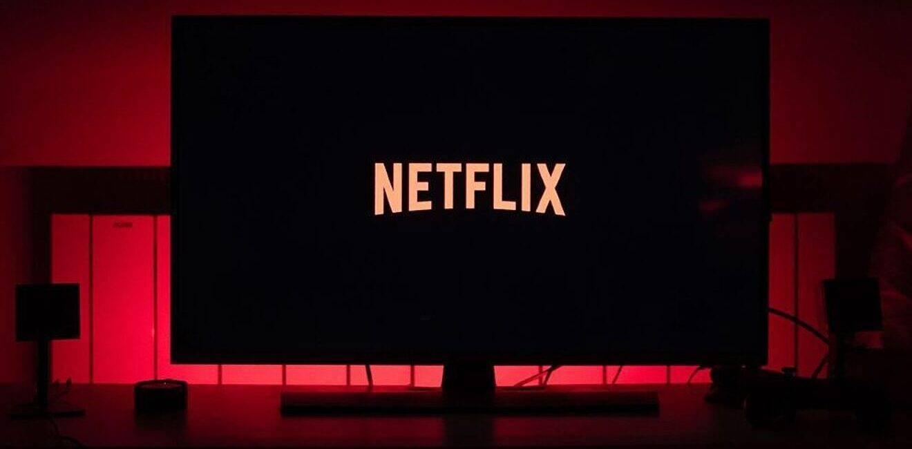 Cele mai bune idei de filme sau seriale de urmărit în luna august, pe Netflix