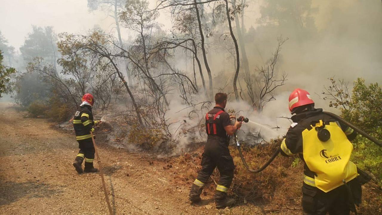 """Presa din Grecia îi laudă pe pompierii români care au venit să lupte: ,,Par să provină de pe o altă planetă"""""""