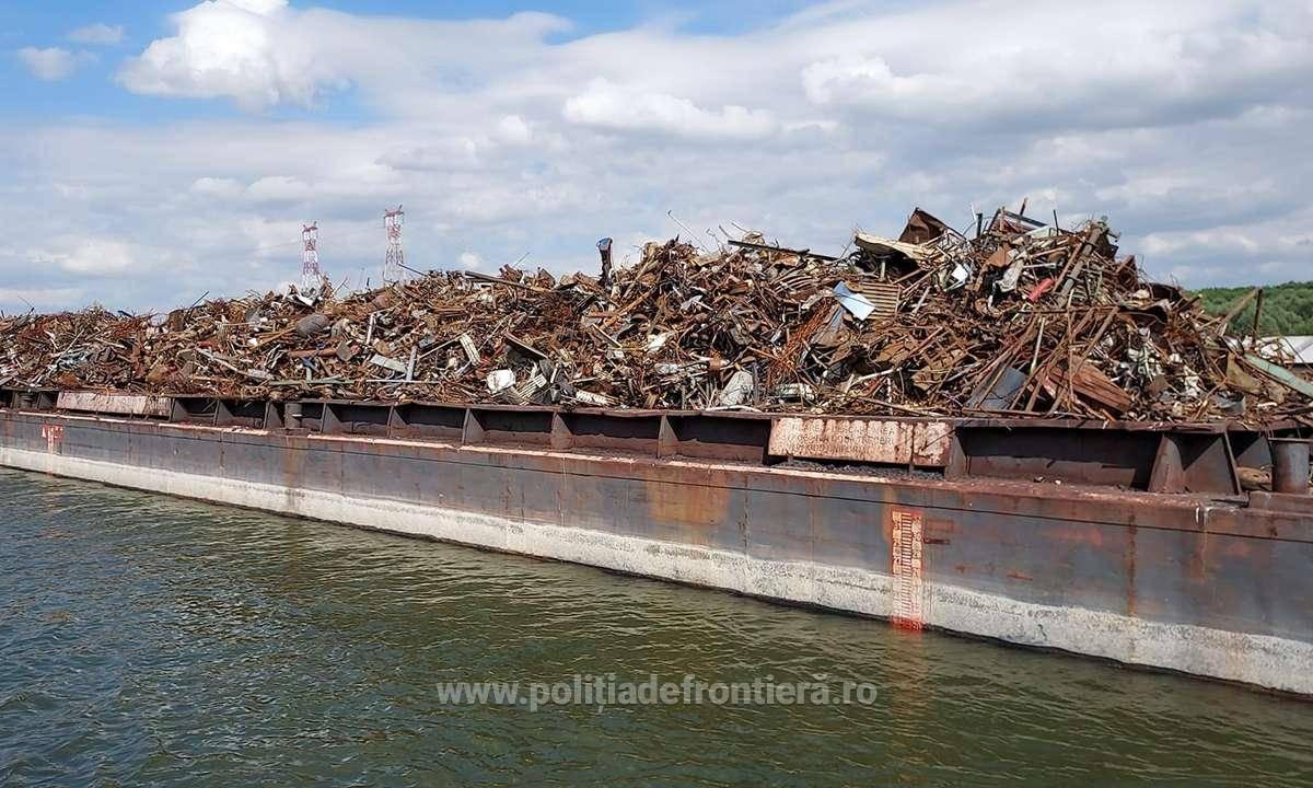 Alertă la graniță! O mie de tone de gunoaie, aduse ilegal în România, au fost oprite la Cernavodă