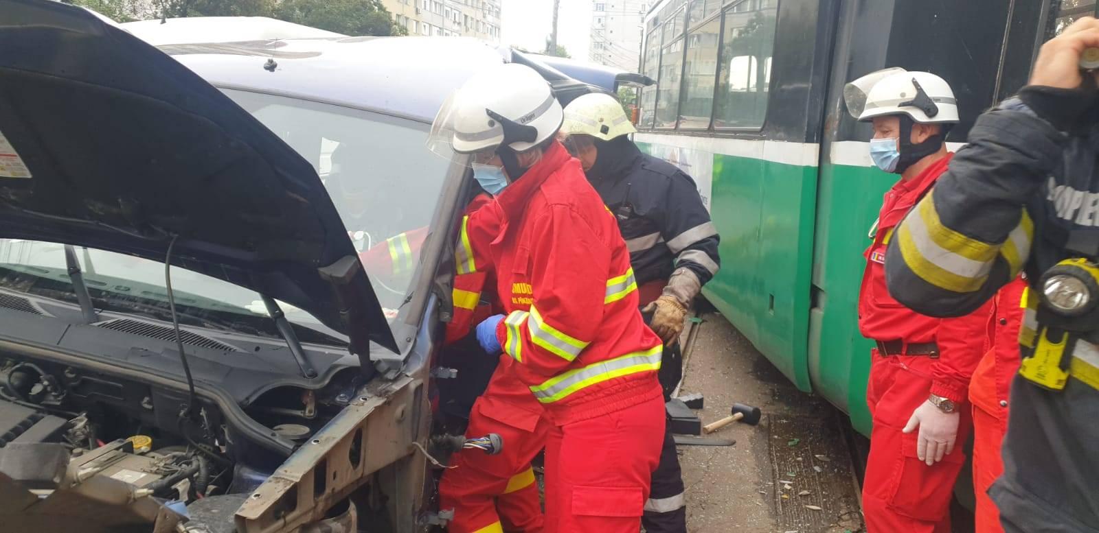 Accident grav în Iași! Un tramvai a deraiat în plină stradă. Au fost raportate primele victime