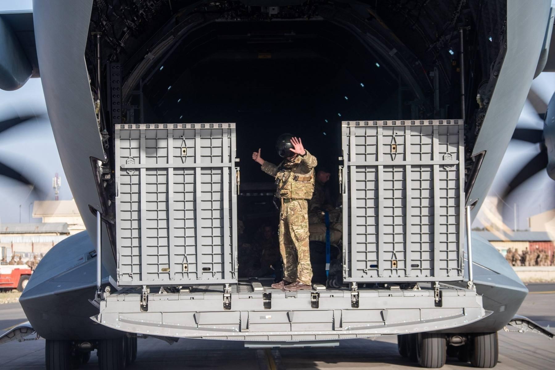 Marea Britanie confirmă ultimul zbor din Kabul. Peste 15.000 de persoane au fost evacuate de britanici