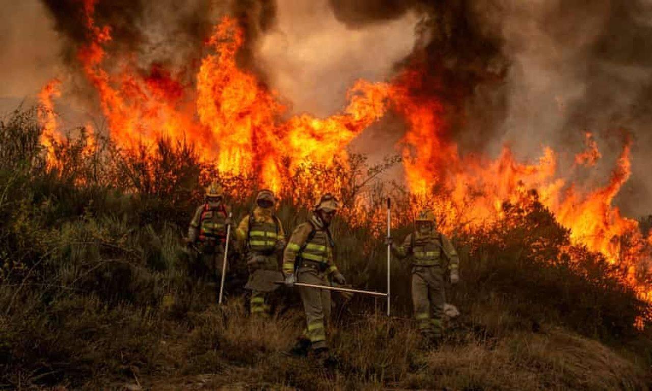 Român arestat pentru că provocat în mod intenționat unul dintre incendiile din Italia. Două orașe, în pericol