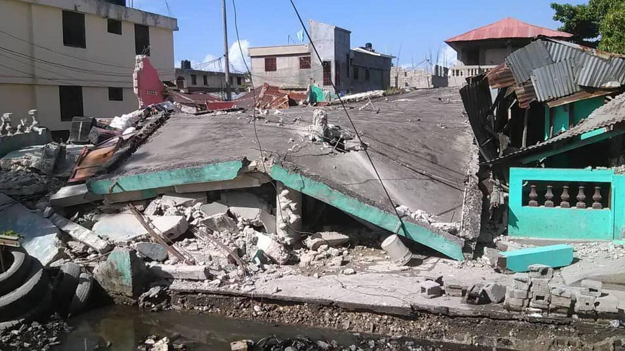 Cutremur masiv în Haiti! Sute de oameni au murit