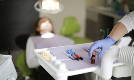 Anchetă în Capitală. Este vizată o asociație care elibera diplome false în medicina dentară