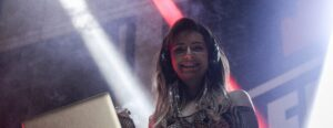 DJ Harra, abandonată încă de la naștere de mama naturală. Cine este ea cu adevărat și cum i s-a schimbat viața