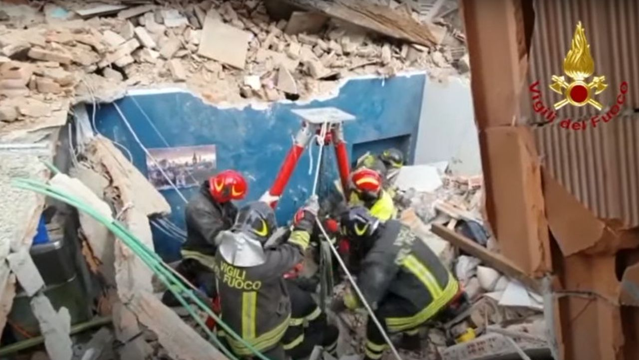 Explozie în Torino, într-un bloc în care locuiau și români! Sunt mai multe victime